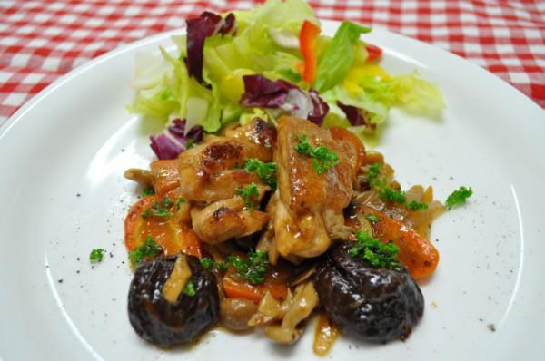 秋を感じるお料理レシピ3:メインディッシュ 鶏肉のプルーン煮