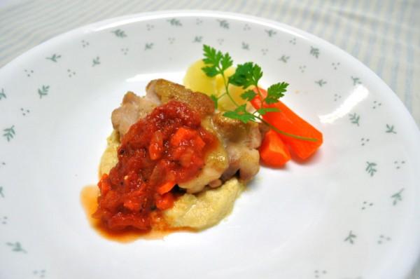 鶏肉のソテー チクピー豆のマッシュ添え
