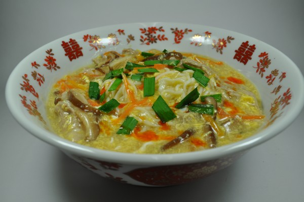 しょうゆらーめんで作る酸辣湯(サンラータン)麺